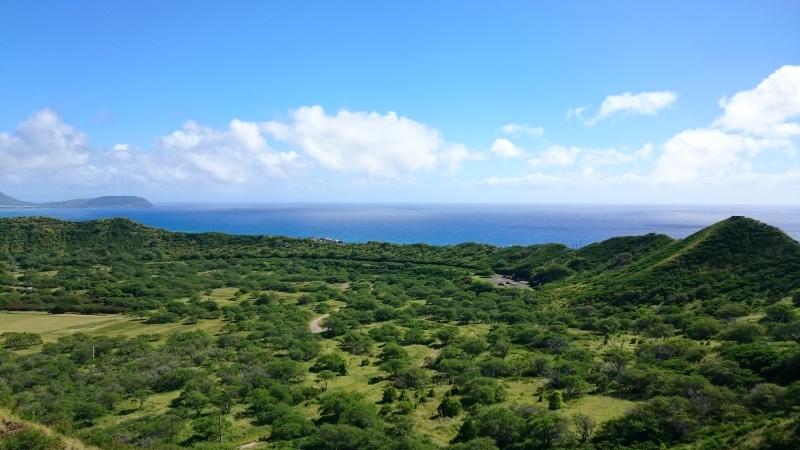 ハワイの丘と海